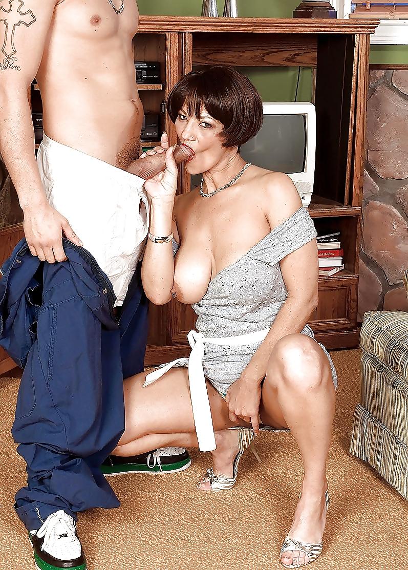 Озабоченные дамочки соблазняют соседей порно фото бесплатно