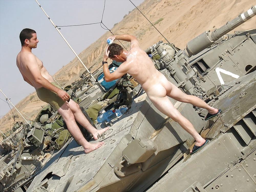 Обнаженные Русские Солдаты