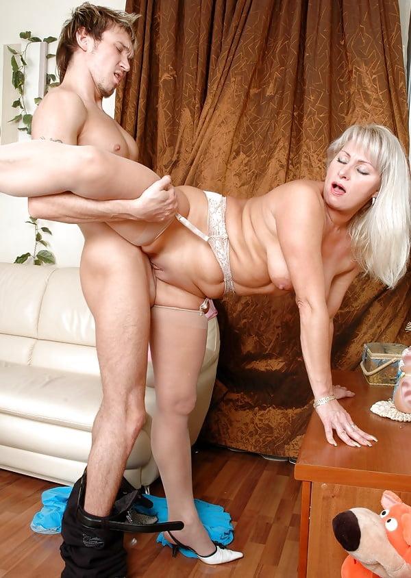 Зрелые Тети Молодой Секс