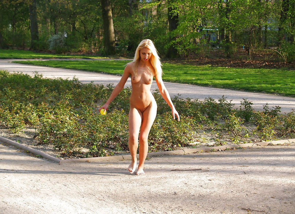 Девушки Гуляют Обнаженная