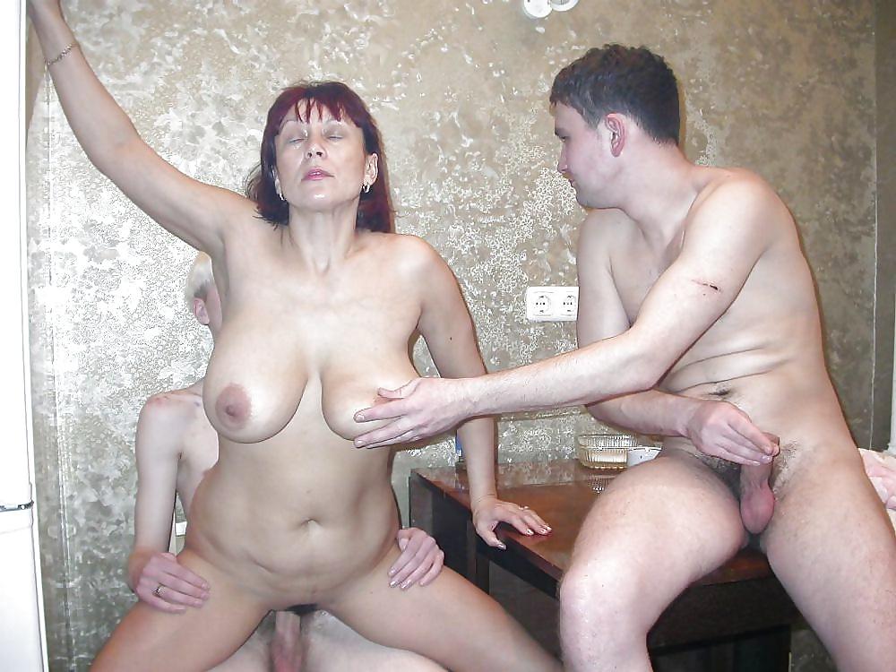 Домашнее с мамой моего друга порно видео