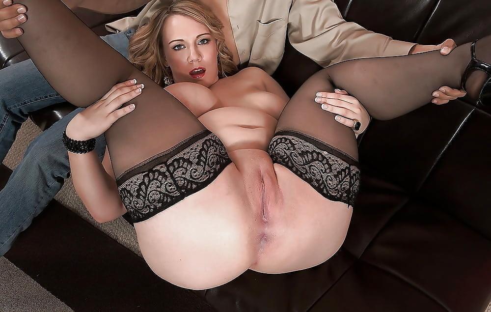 Порно С Сочными Зрелыми В Чулках