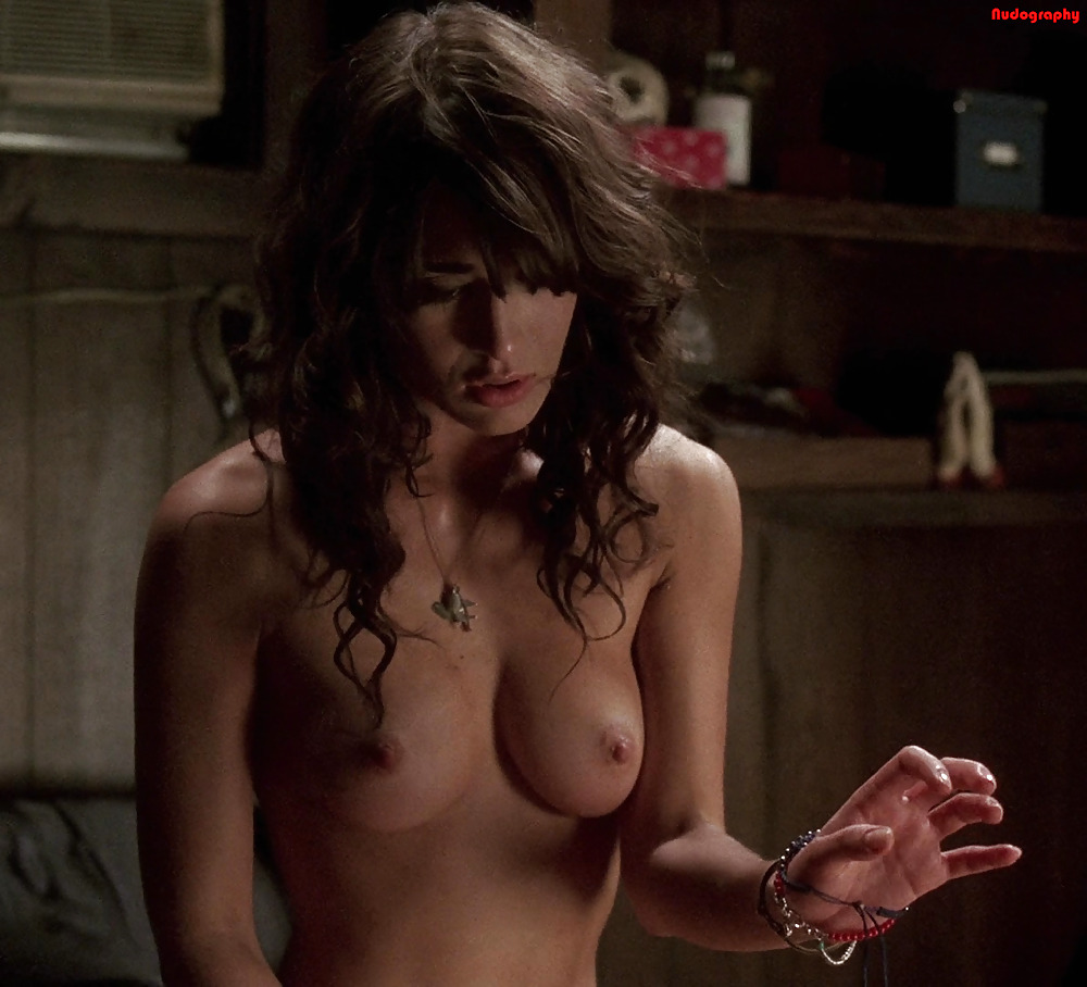 Lizzy caplan boobs