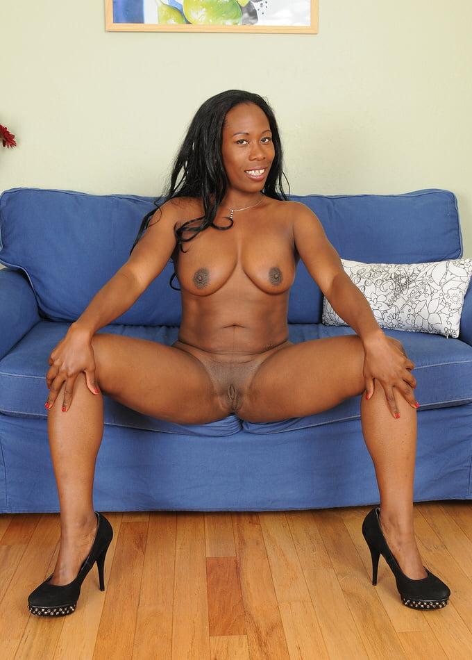 голые зрелые черные женщины без