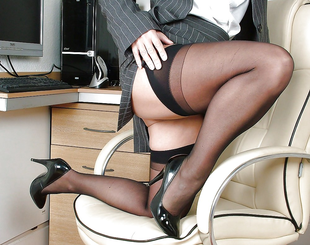 Blonde Mature Secretary Babe Toys Her Hairy Pussy
