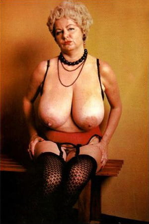 Mature huge tits pictures
