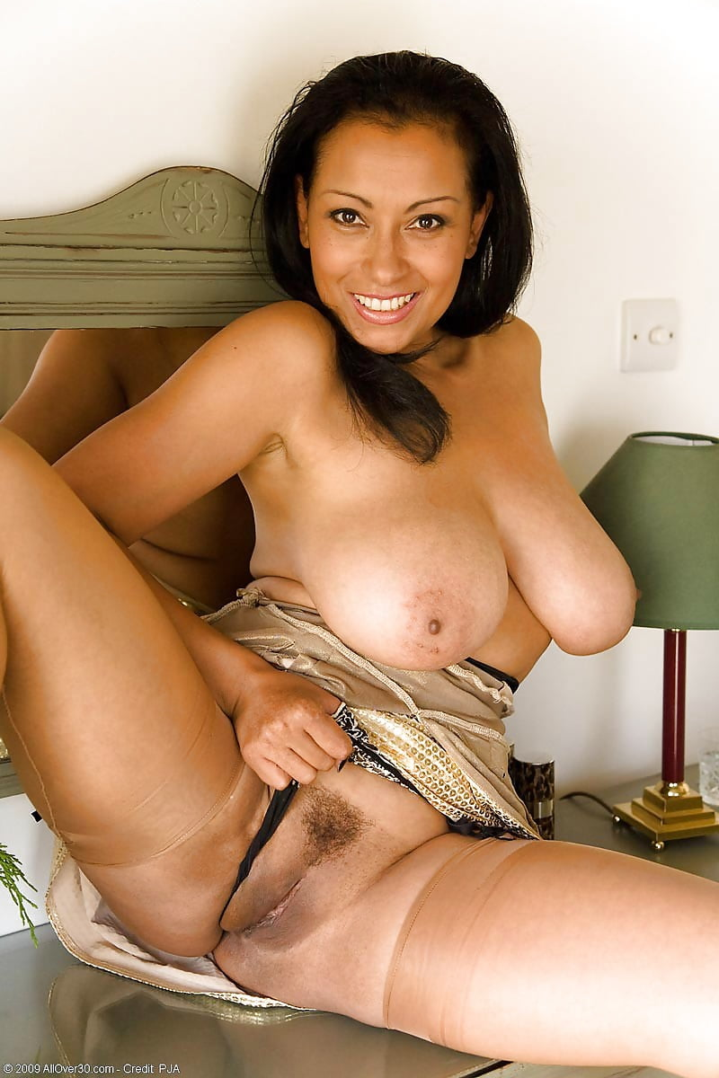 busty-latina-milf-nude