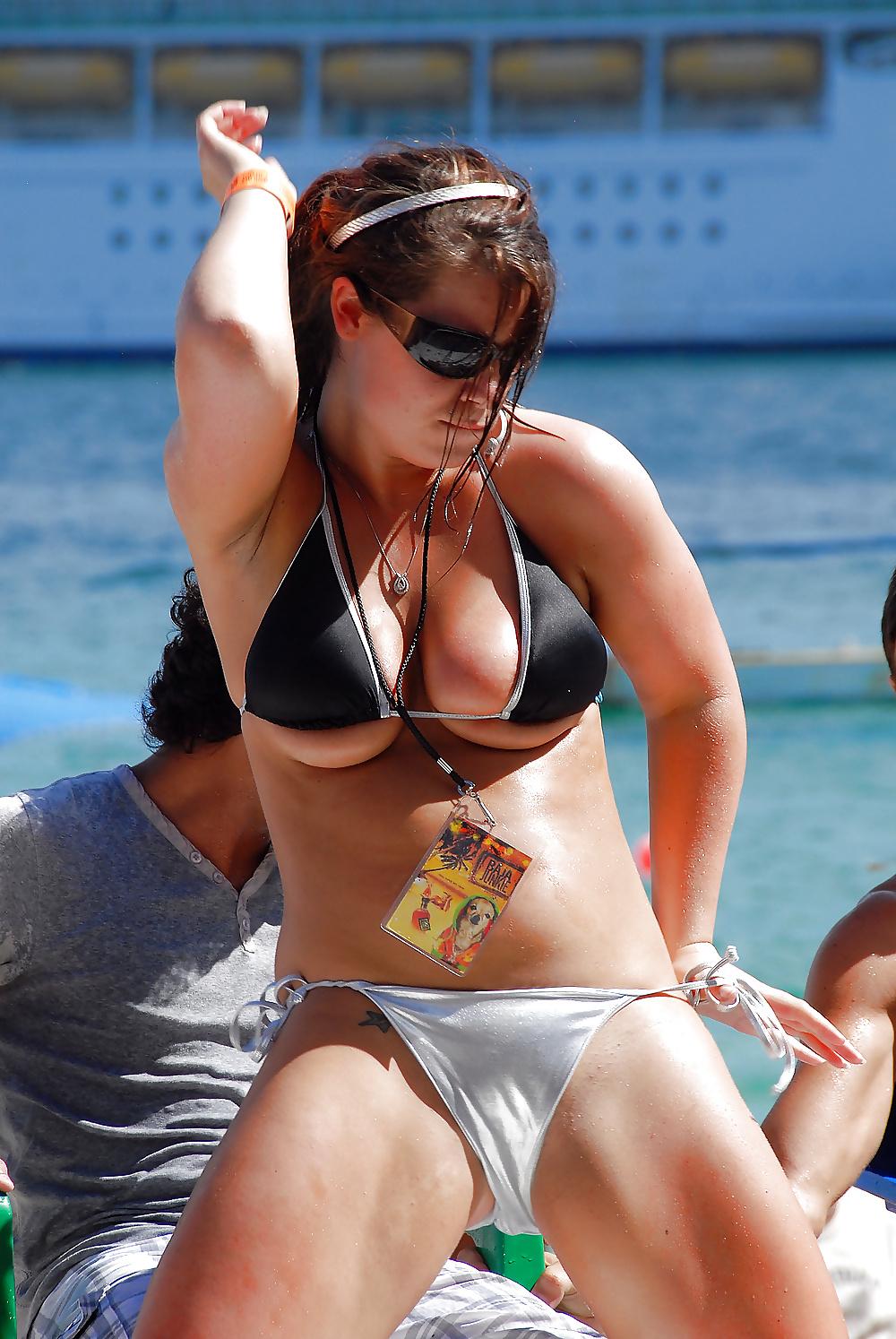 bikini-nipples-tits-giving-backseat-blowjobs