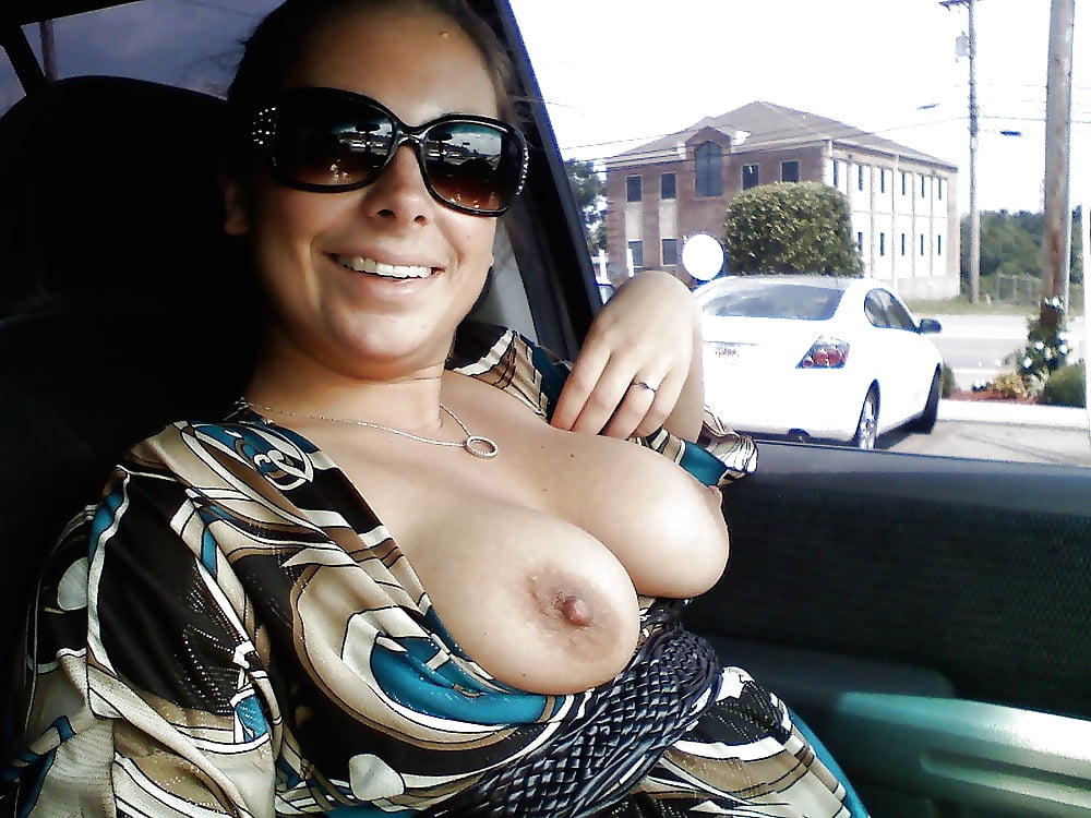 Lady showing boobs hot — img 1