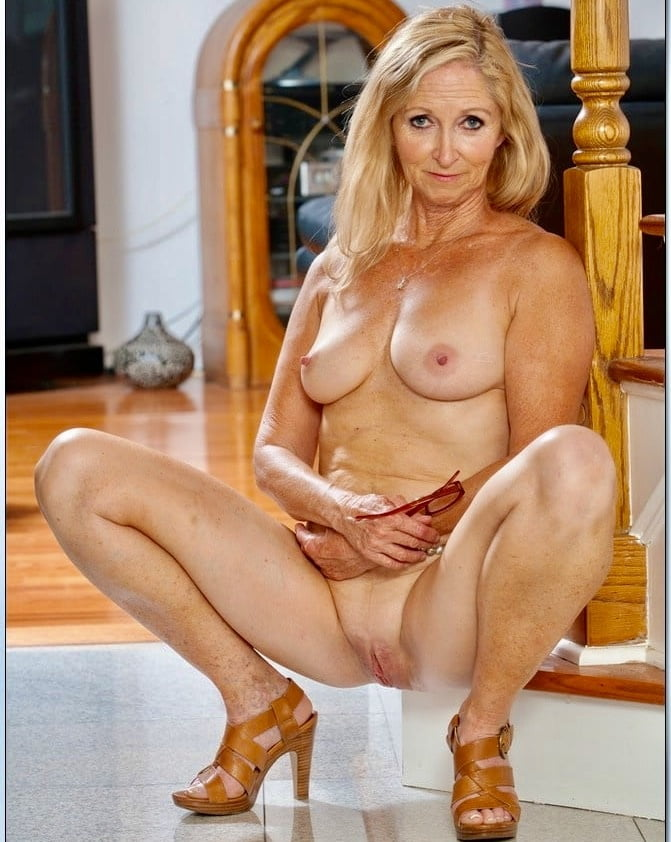 Flexible sexy older women, hot women naked in kitchen