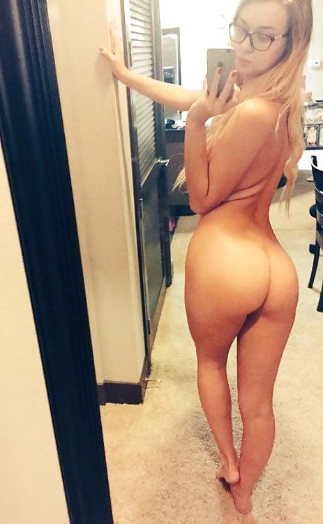 Hot Young Black Girl Nude Mirror Selfie