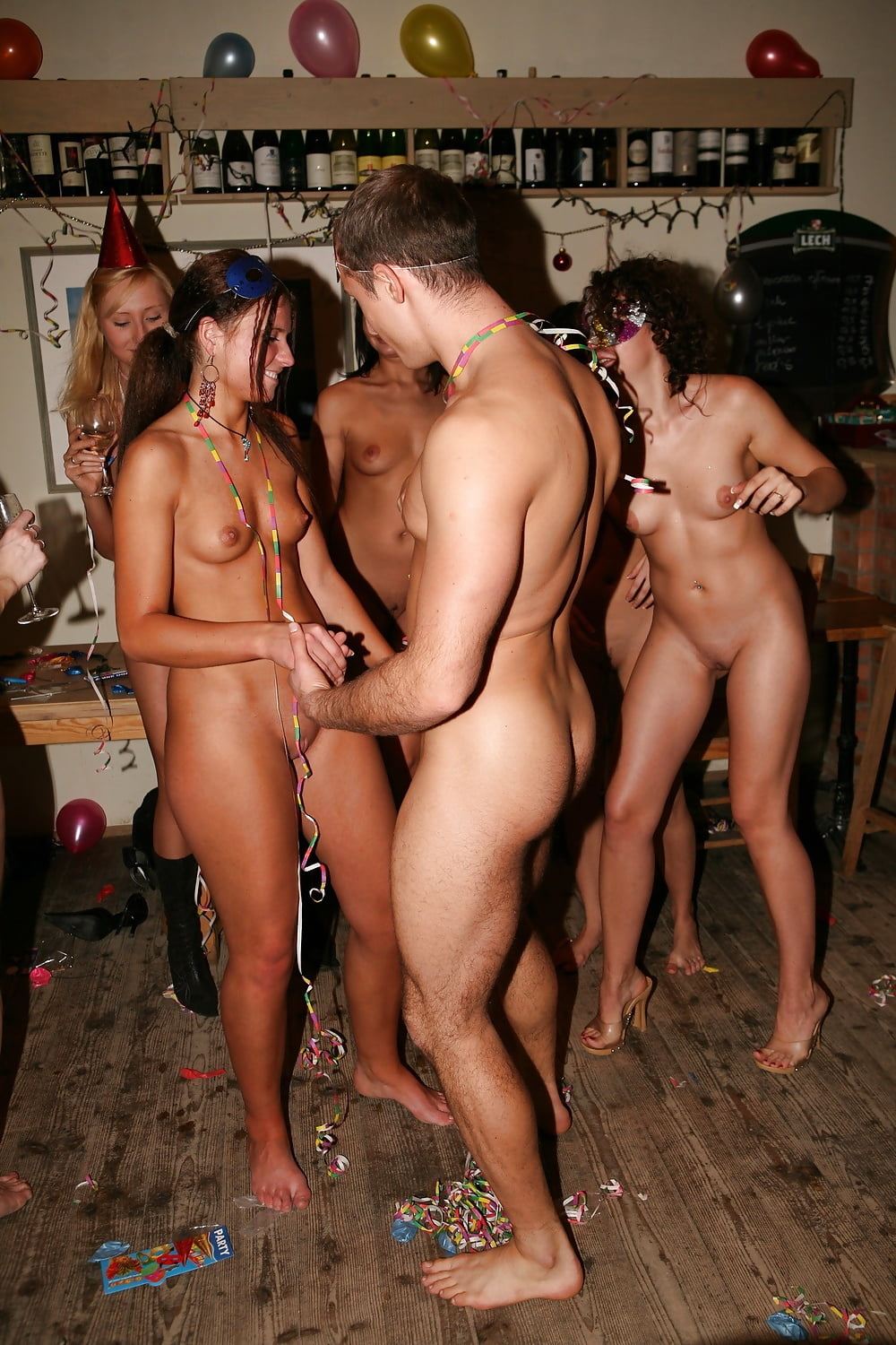 naked-party-worker