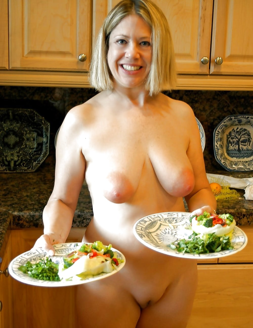 women-cooking-in-nude-my-mom-caught-nude