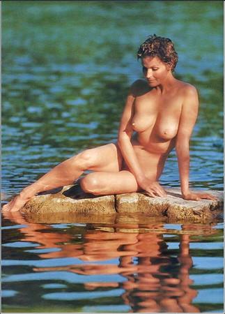 Attractive Carol Doda Nude Photos