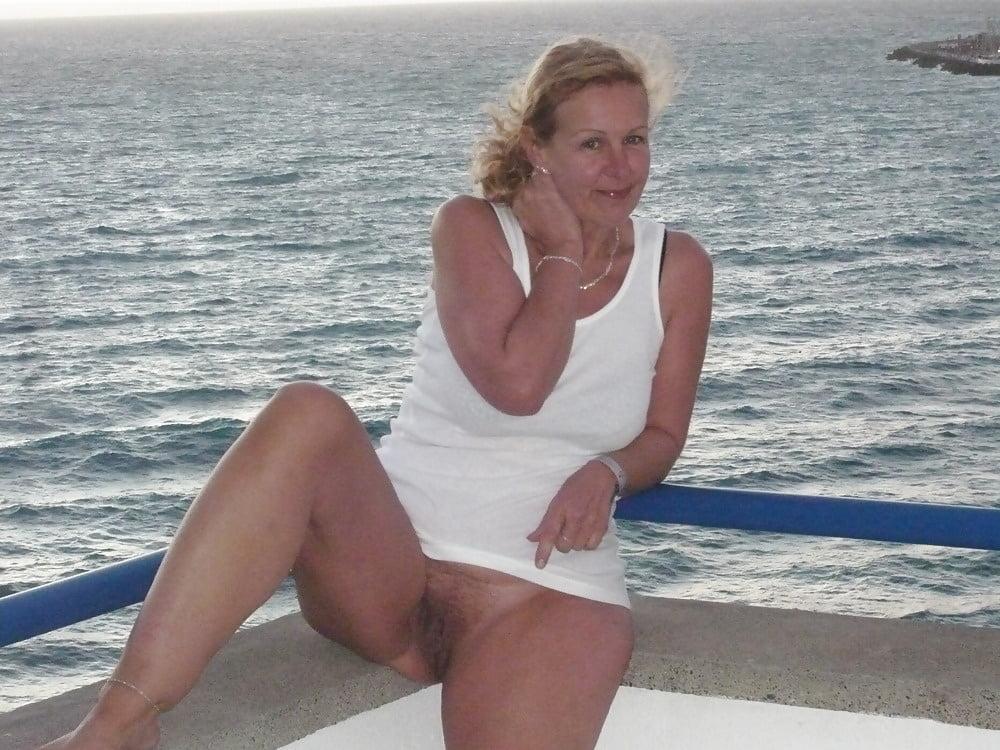 amateur blonde girlfriend add photo