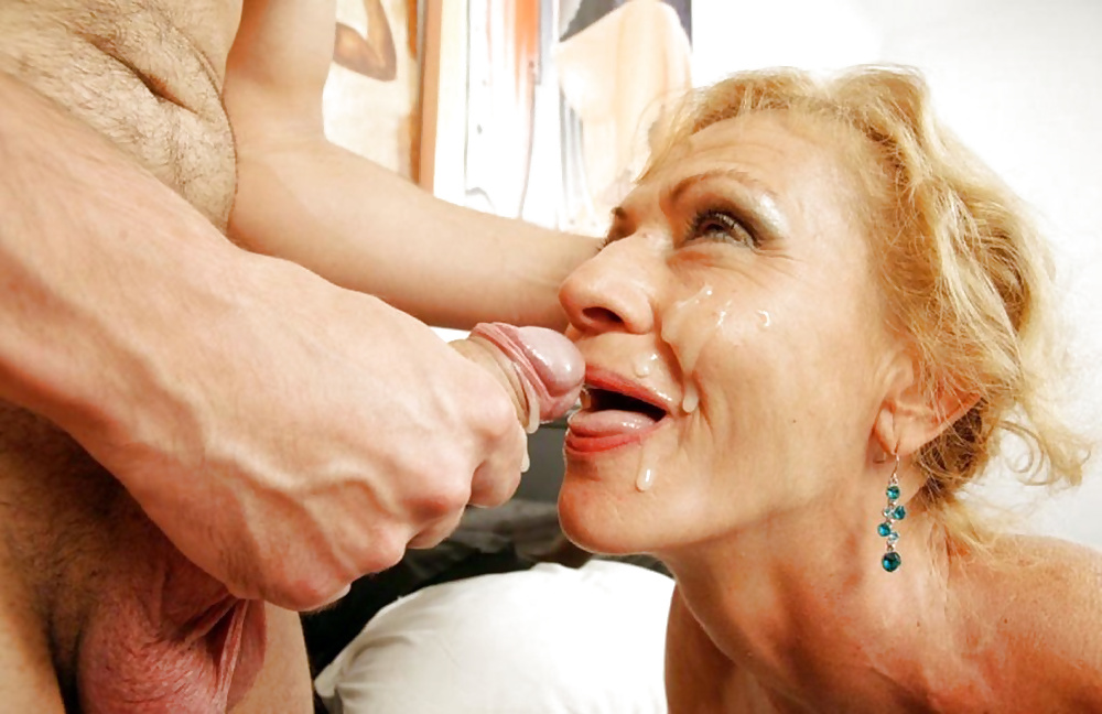 Mature woman fucking cumming and crying — photo 11