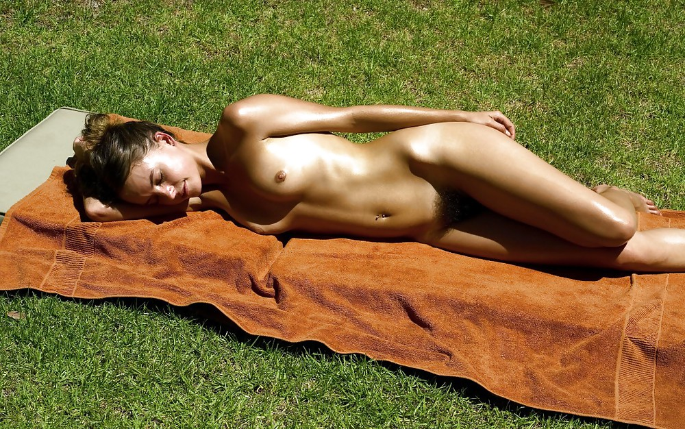 star-chad-sexy-girl-sunbathing-naked