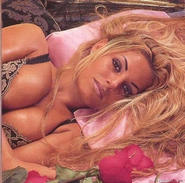 naked Trish butt