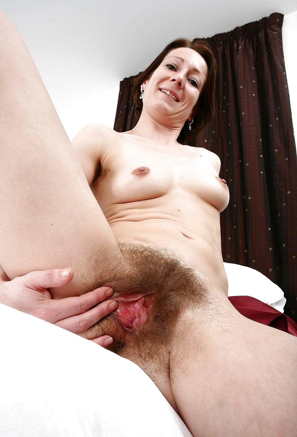 Neud mature shows hairy beaver real