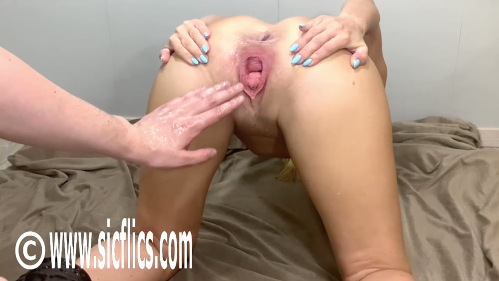 Extreme amateur fisting and insertions