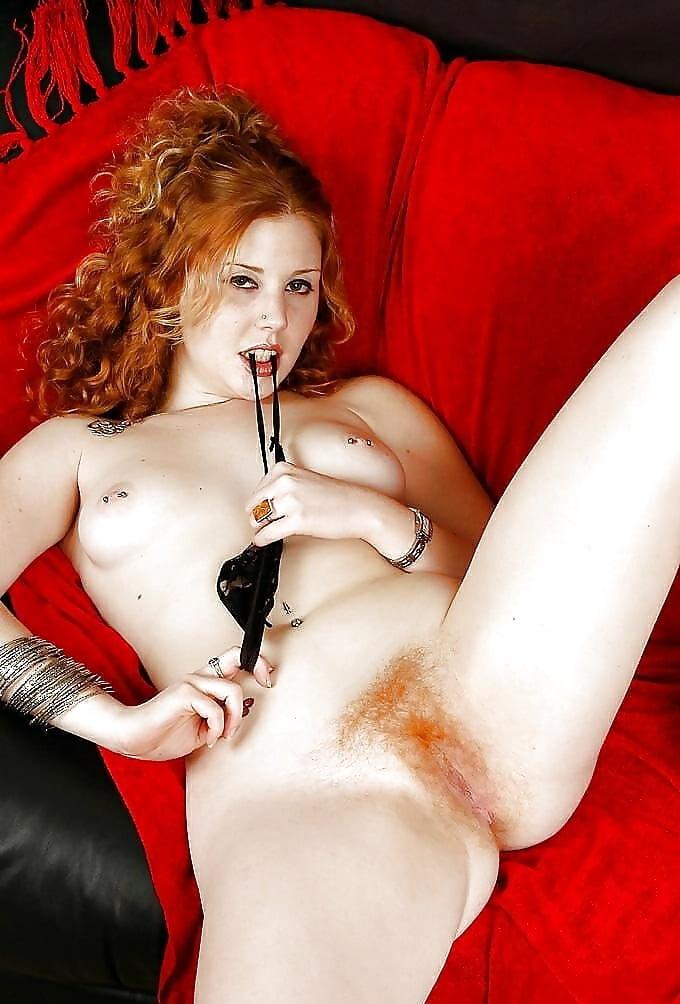 Фото сексуальные утехи возбуждает ногами с рыжим лобком видео глубокий