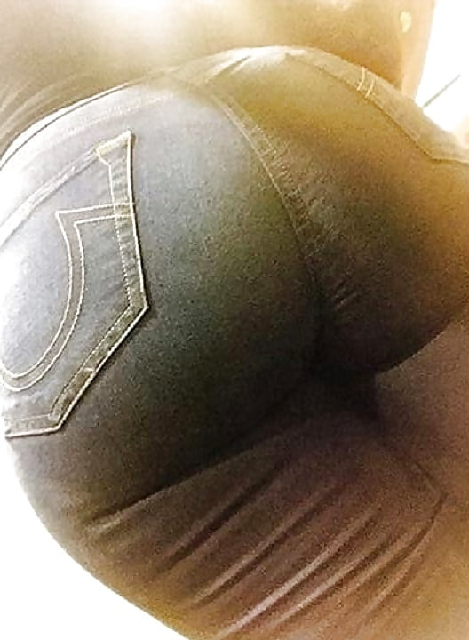 Thick big booty hot black girl in jeans