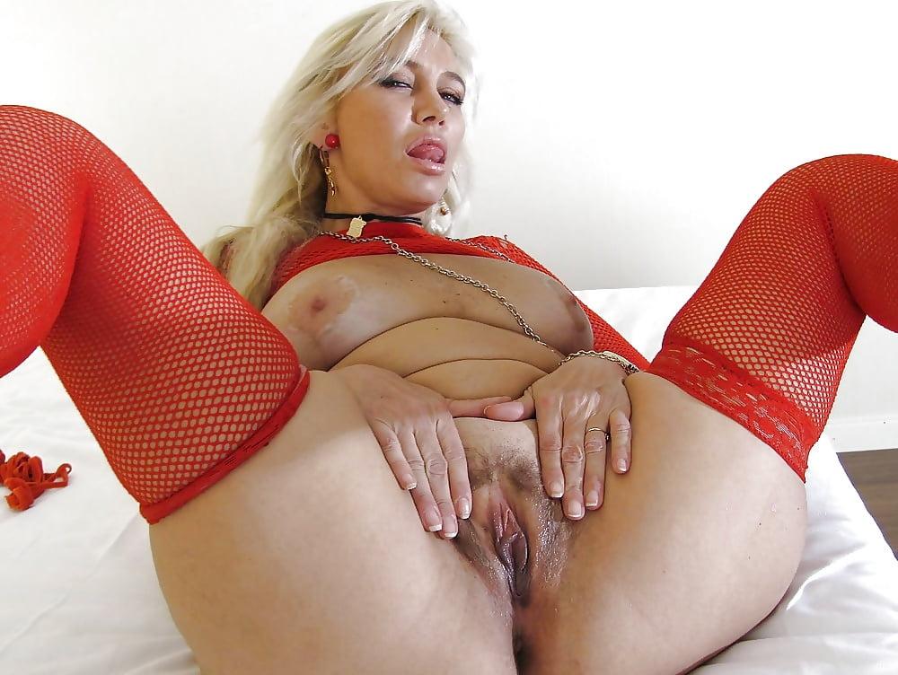 porno-foto-visokih-dam-porno-foto-ispachkannaya-odezhda-spermoy