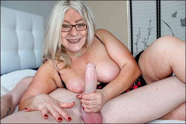 Жены купальниках пожилые блондинки дрочат секс