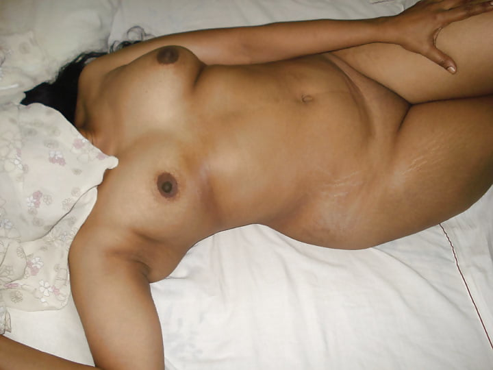 star-big-indian-woman-sleep-naked-photo-flash