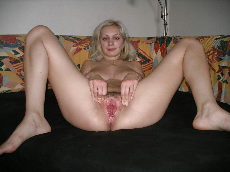 Фото выложенные в инет сегодня раздвигая ножки показывает пизду частное видео фото