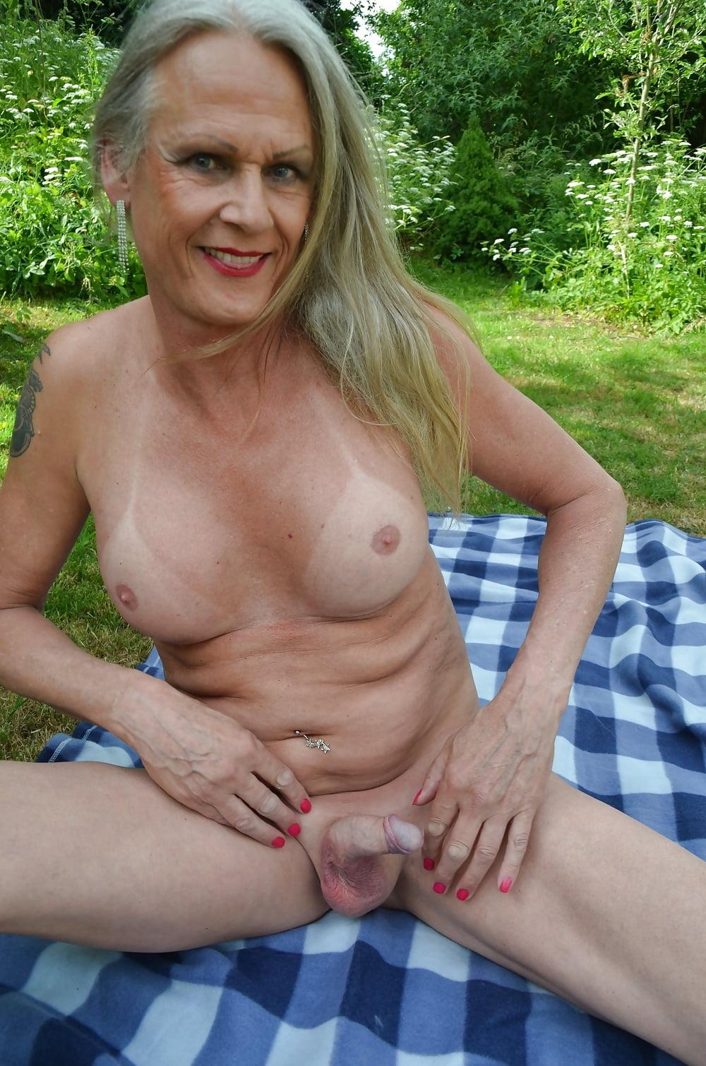 striptease String bikini