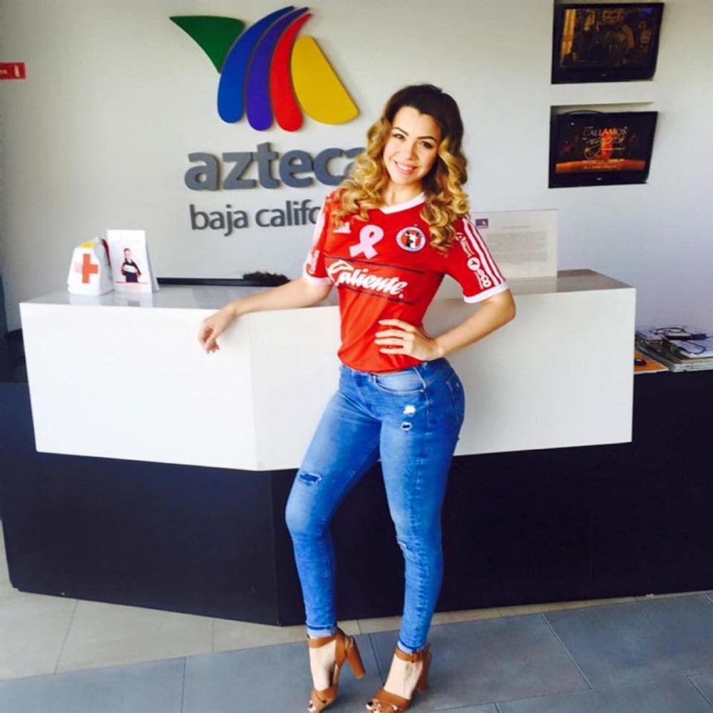 Ana Esquerre Tv azteca Tijuana - 14 Pics