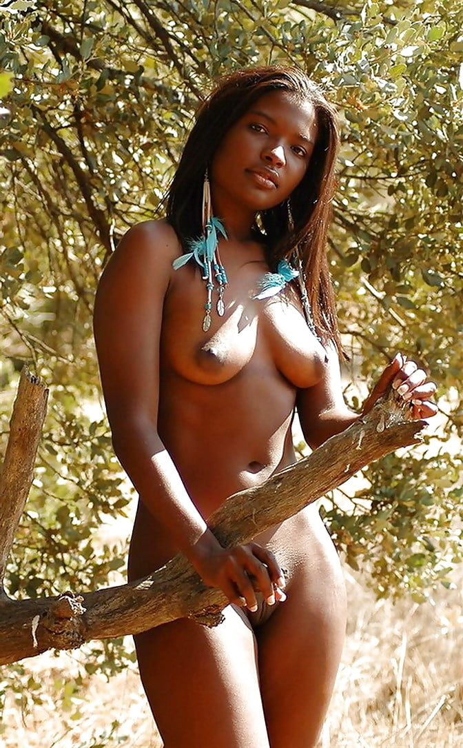 Ebony nude jungle pics — photo 10