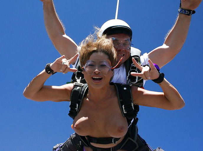 Skydive and boobs