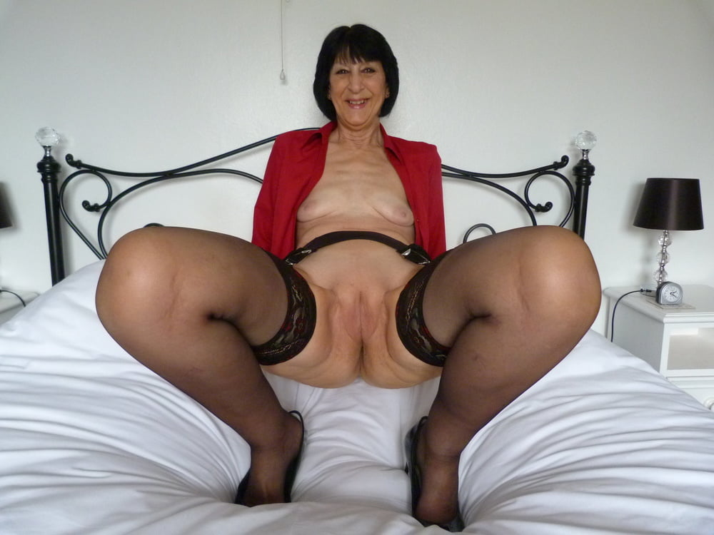 Mature hotties pics
