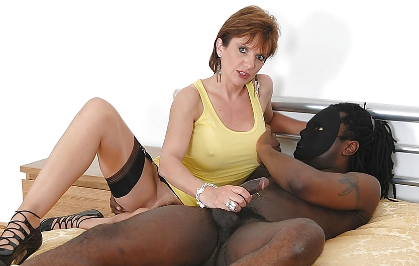 Lady sonia the cuckoldrix in thigh boots