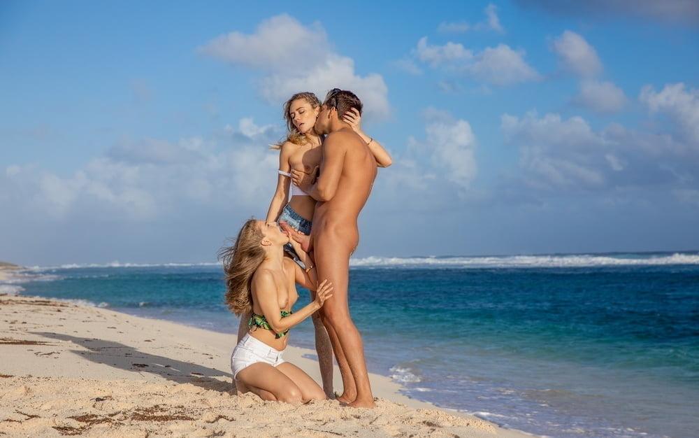 Hot Beach Girls, nude,shaved