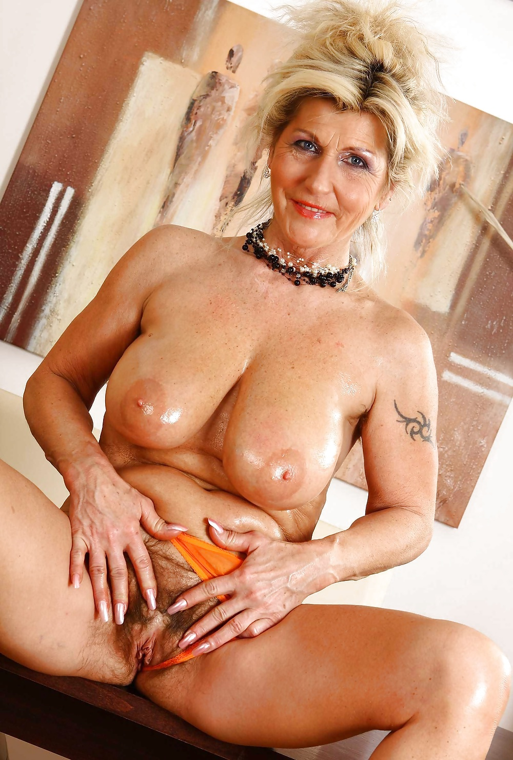 Hot sexy old woman photo pics