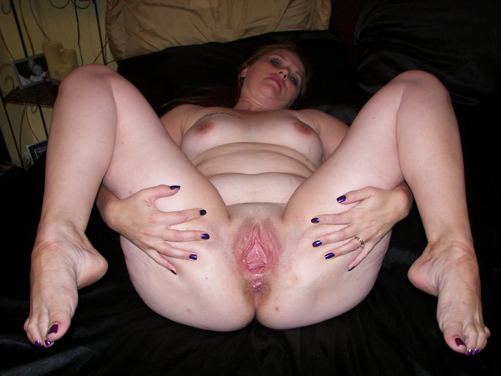 Mature amateur legs spread wide