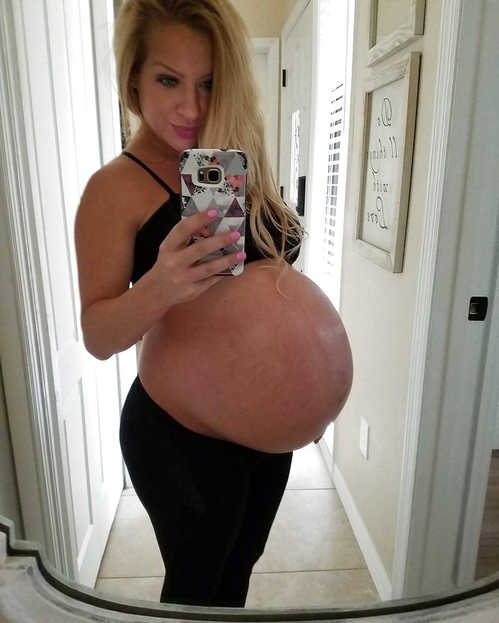Huge Pregnant Belly And Tits - 8 Pics - Xhamstercom-5417