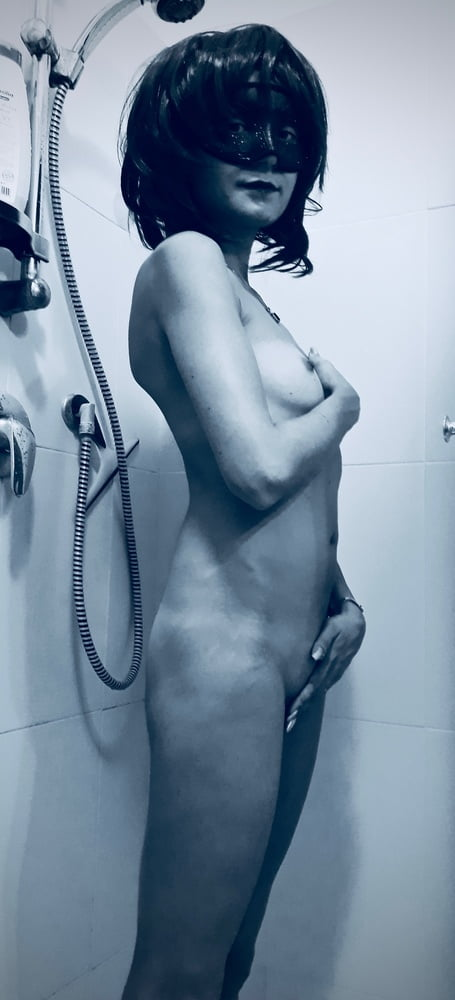 Maja Amateur wife in the shower - 8 Pics