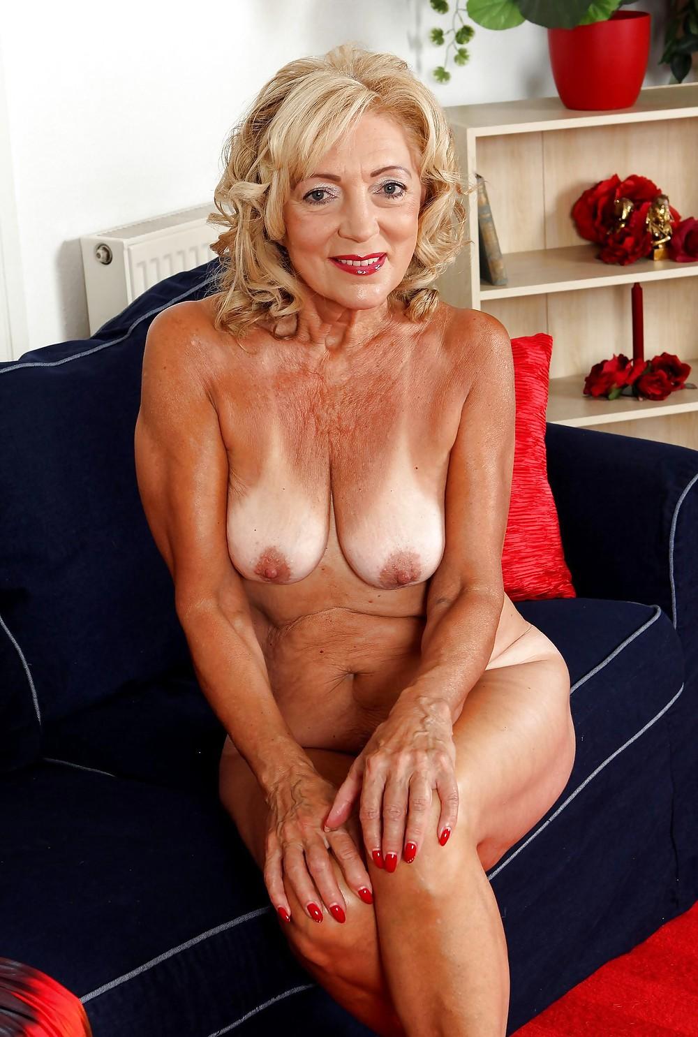Beautiful Blonde Granny Over 60Yo - 22 Pics  Xhamster-8009