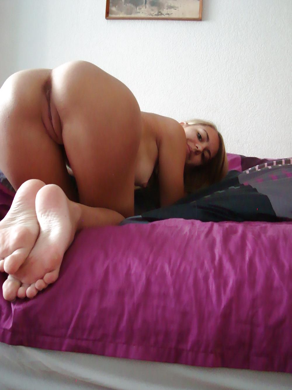 nudes-bent-down