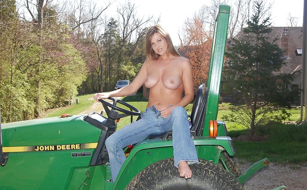 Порно фото в тракторе или в комбайне приходит позднее