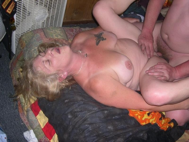Real amateur mom anal #1