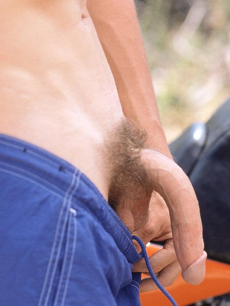 Фестивали мужские гениталии под трусами цыганский секс