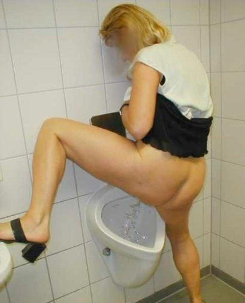 Men bathroom urinal voyeur pics video