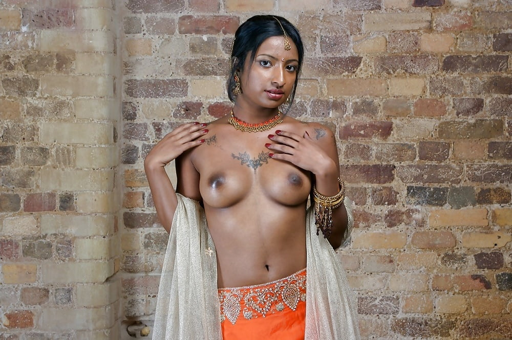 Topless Indian Sexy Girl