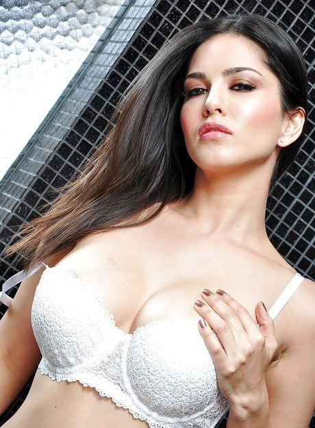 Sunny leone boobs hd photo