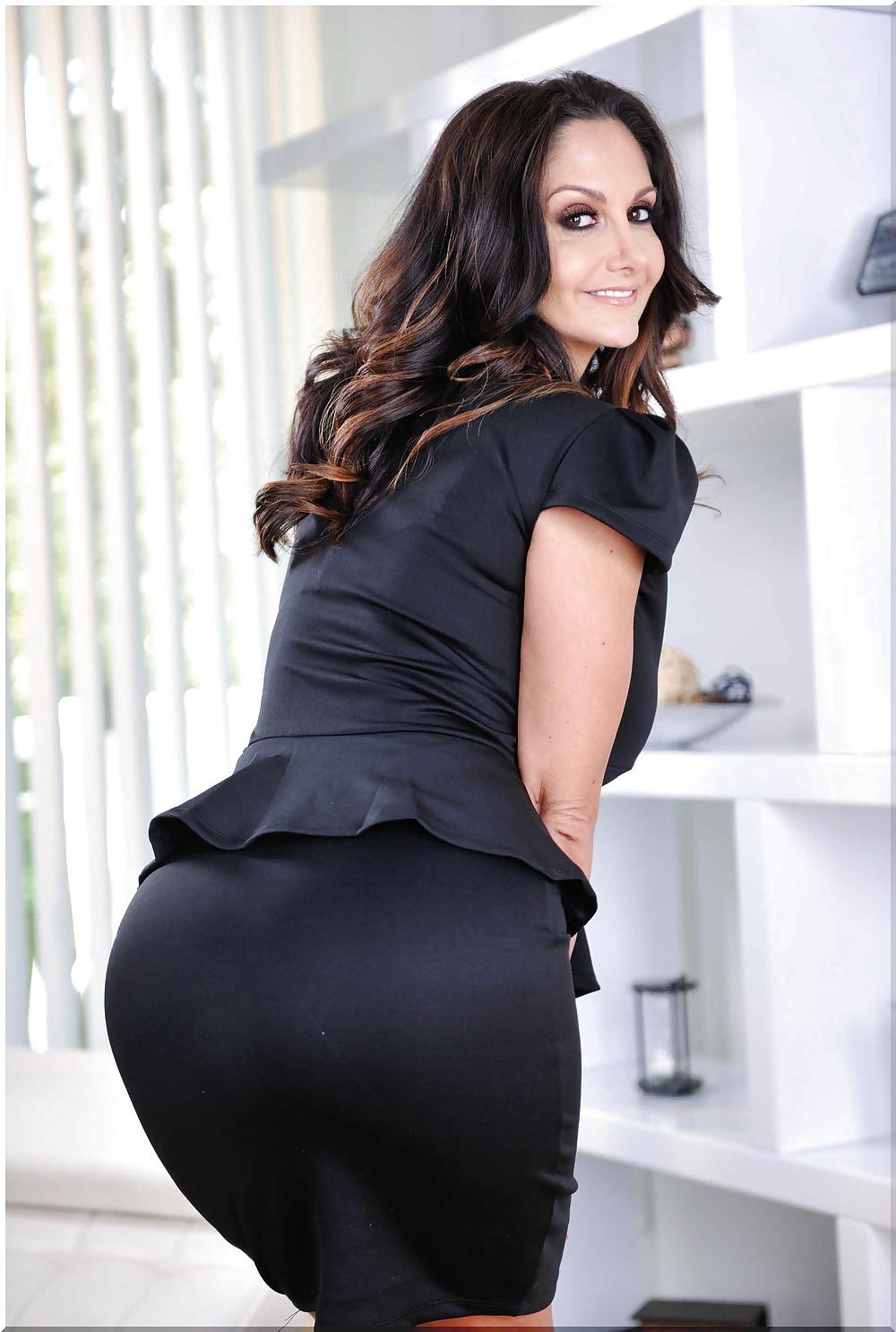 Порно видео в строгой юбке с большой задницей